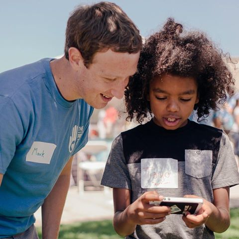 Photo of Mark Zuckerberg showcase an app developed by a 11 year old Nigerian boy,Tayo