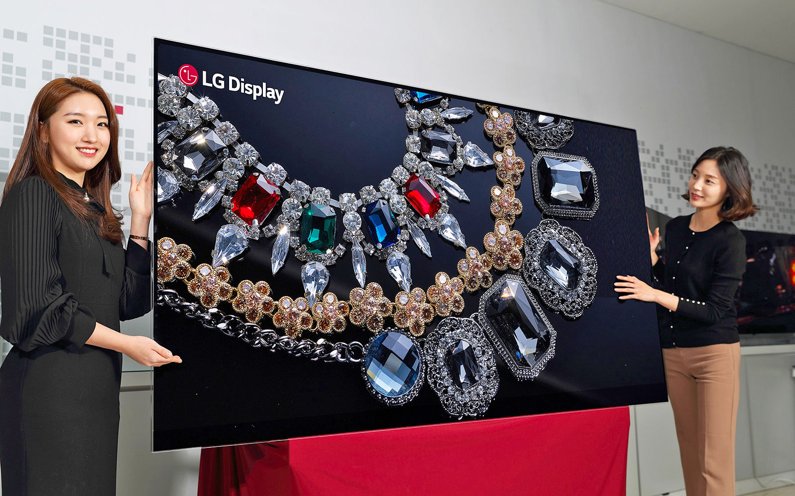 Photo of LG unveils world's first 8K OLED TV